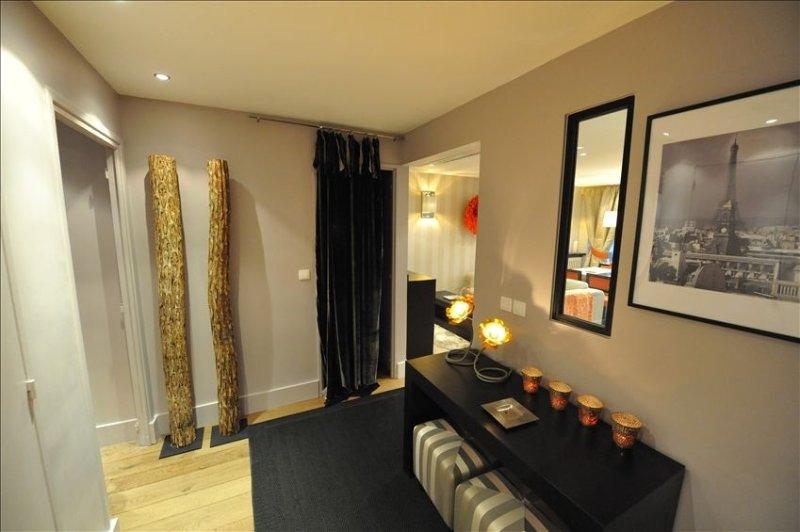 Perfect Location to Visit All of Paris - Contemporary Cozy, aluguéis de temporada em Paris