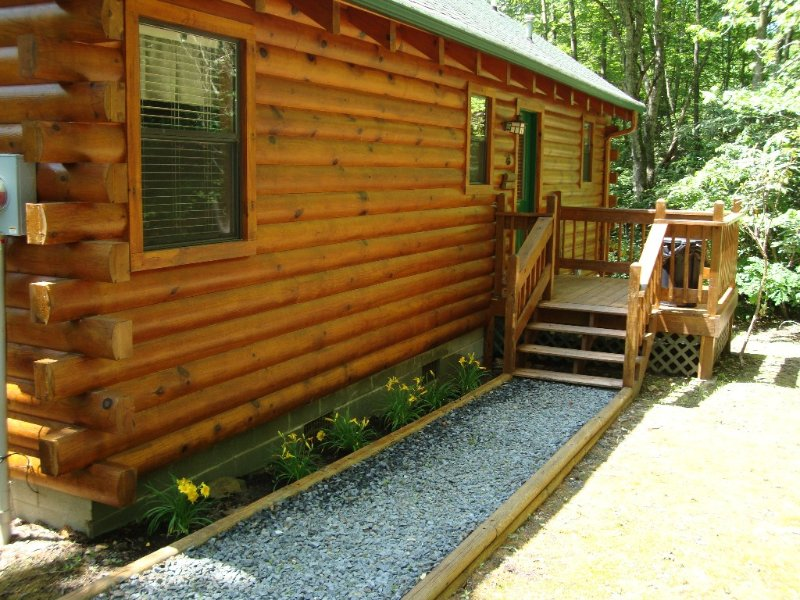 Front entrance to Collett Creek Cabin 1