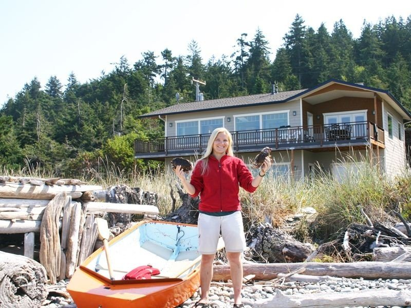 The Sun House at Freshwater Bay: Oceanfront, Ferienwohnung in Clallam County