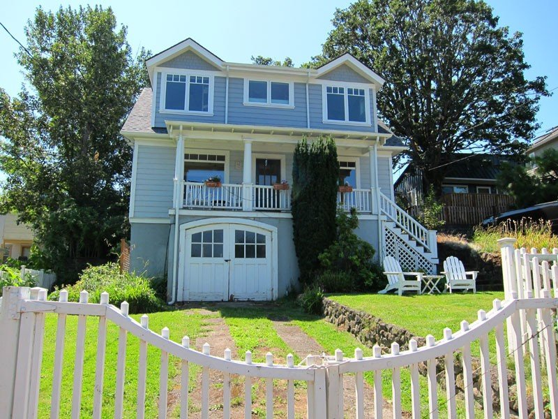 Downtown Hood River View Bungalow with HOT TUB, WIFI, A/C, vacation rental in Hood River