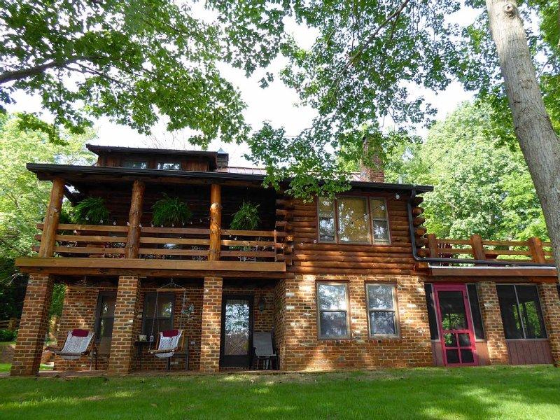 Cozy, Lakefront Log Cabin, vacation rental in Macon