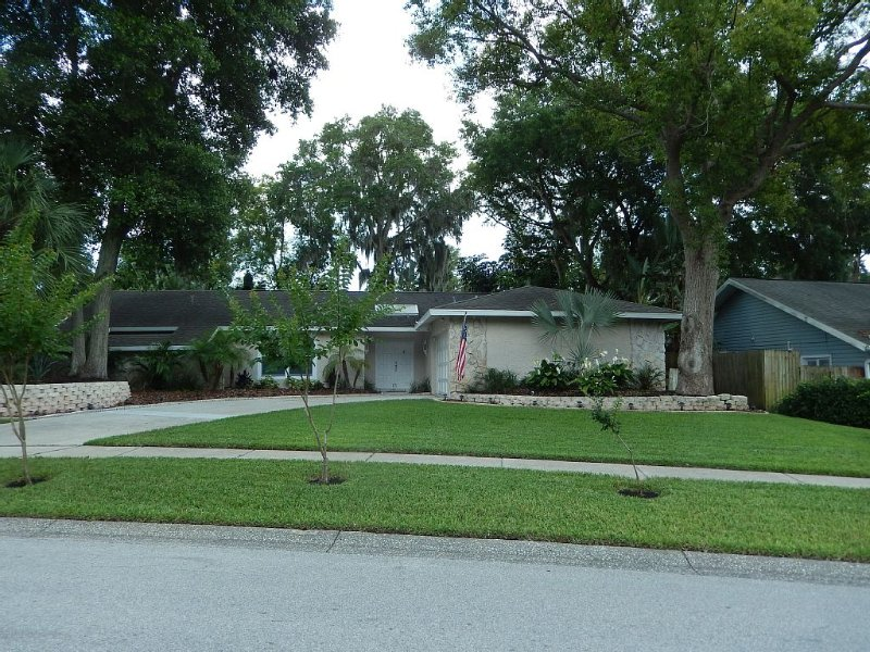 Centrally located private pool home, with spa, and tennis courts in subdivision., vacation rental in Crystal Beach