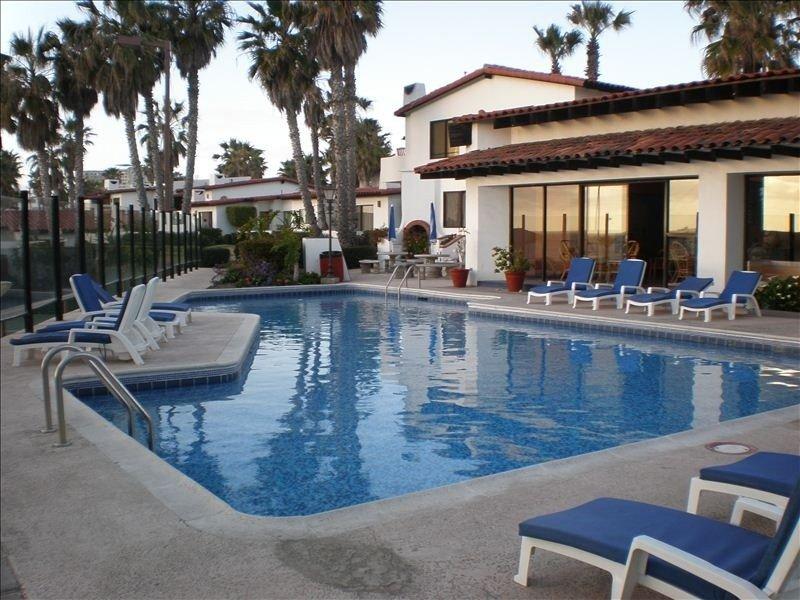 Gated Community with Oceanview Villas - Sandy Beach Access - Great Location! $99, alquiler de vacaciones en Rosarito