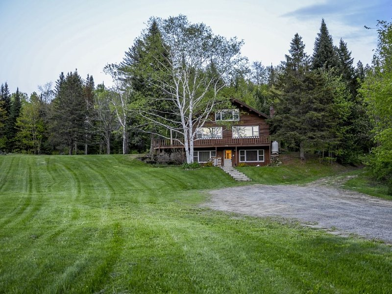 Large home in the village with direct access to Kingdom Trails, holiday rental in East Burke