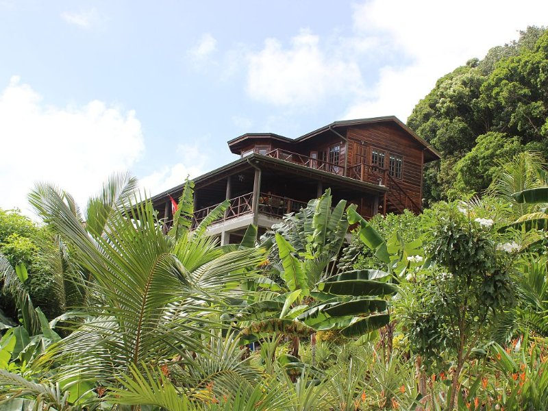 Spectacular Villa situated in a Tropical Garden with Panoramic Ocean View/Breeze, holiday rental in St. Lucia