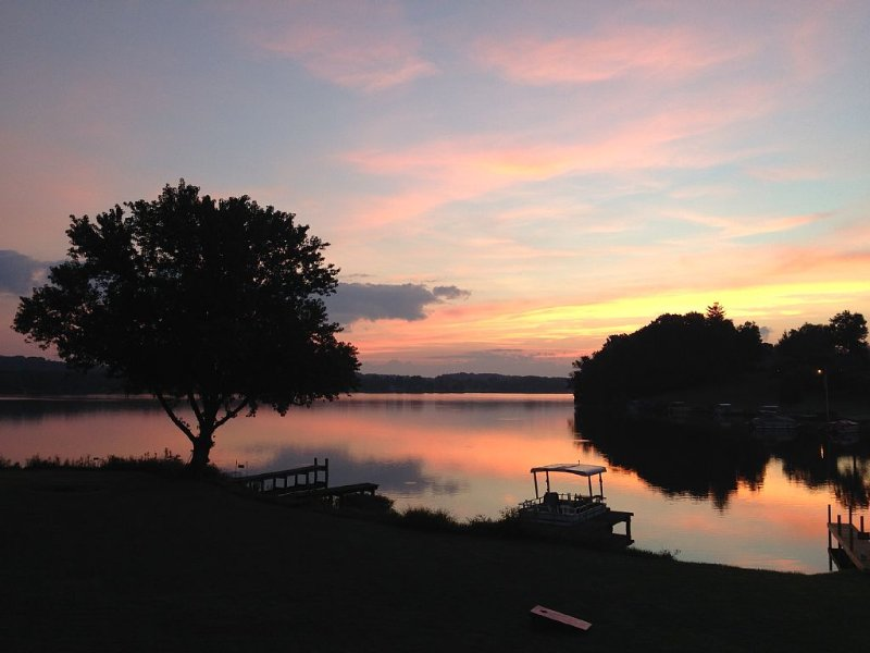 Best Deal on Guilford Lake. Includes Pontoon Boat, alquiler de vacaciones en Louisville