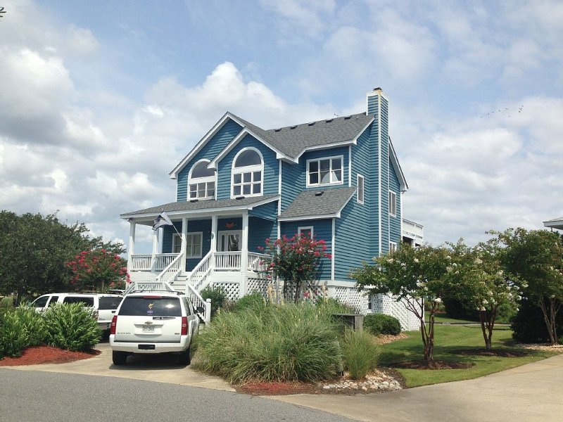 Great  Vacation Home In Pirate's Cove Marina With 55 Ft. Dock Space Behind Home!, holiday rental in Manteo