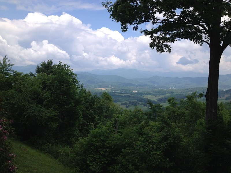 Fantastic Views, Excellent Location!  3 Bdrms At A Great Price!, Ferienwohnung in Waynesville