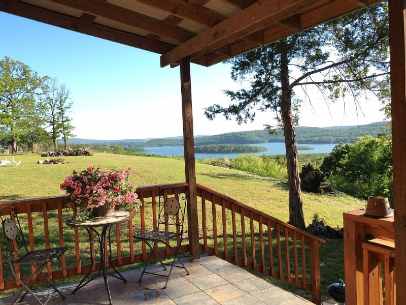 Mid-week discounts at The Little Cabin at Lake Tenkiller, holiday rental in Park Hill