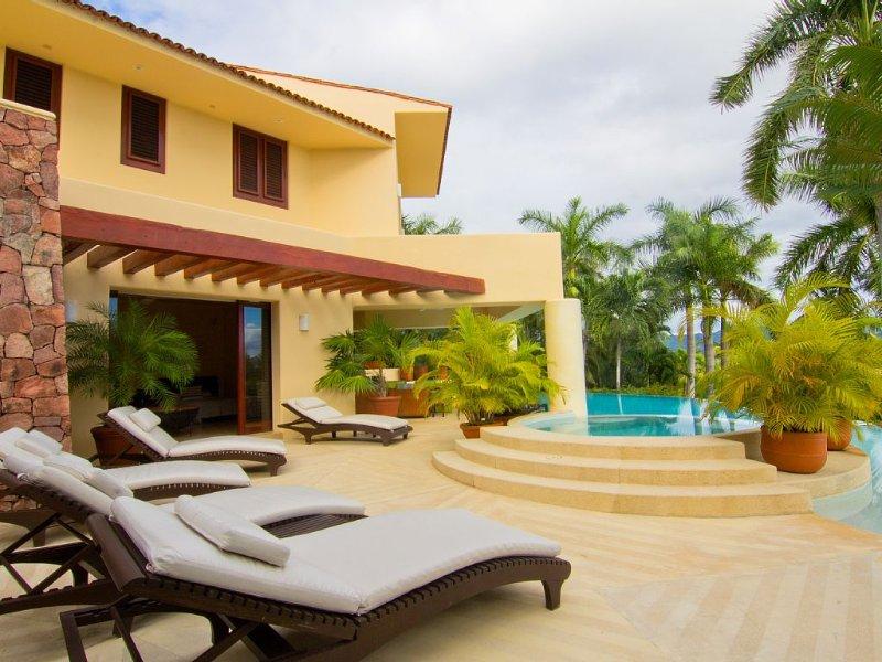 Casa Alamanda 5BR 6bath Ocean View & Golf Villa at Four Seasons, location de vacances à Punta de Mita