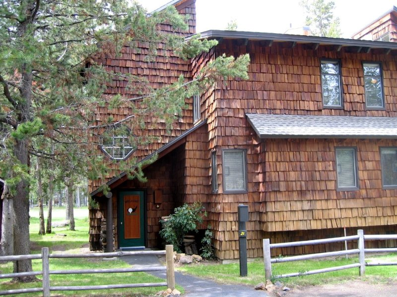 Wonderful Mtn Decor- Free SHARC Passes- Wifi- On the golf course, vacation rental in Sunriver