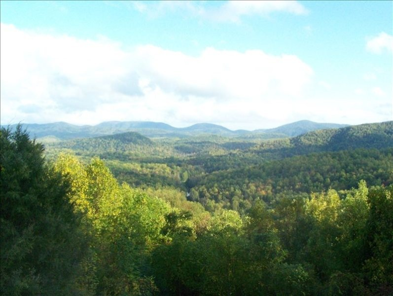 Mountaintop Home with Fantastic Views, holiday rental in Saluda