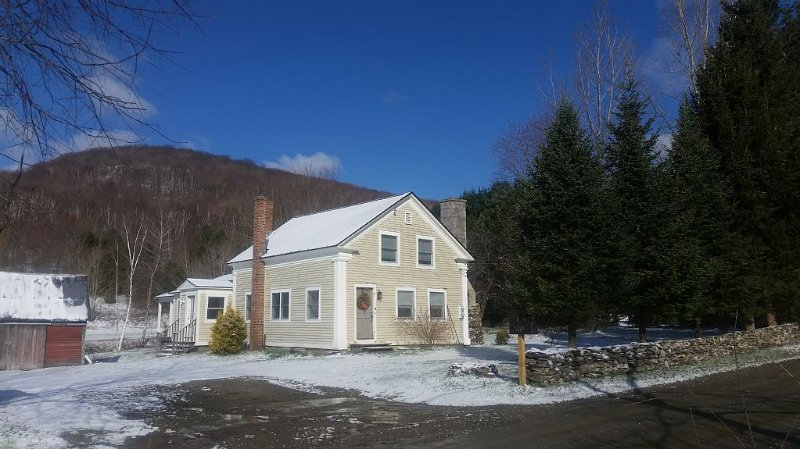 200 Yr old Farmhouse on 45 acres, holiday rental in Green Mountains