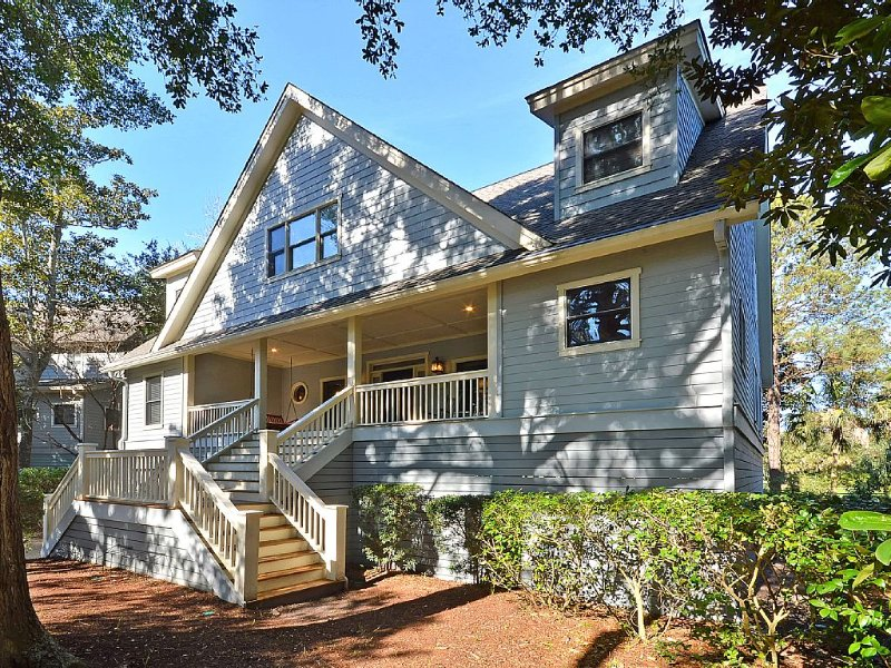Sleeps 10, Minutes from the Beach, Views of Golf Course & Private Community Pool, alquiler de vacaciones en Kiawah Island