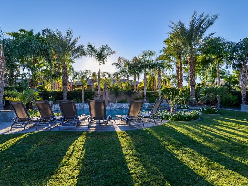 CLEAN, DESINFECTED, AND SANITIZED BEAUTIFUL HOME WALKING DISTANCE TO FESTIVALS, alquiler de vacaciones en Indio