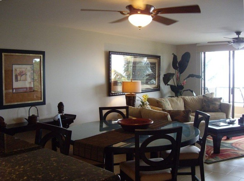 NOTHING BUT VIEW! Beautifully remodeled,direct ocean front, large 2bd/2bth, AC, vacation rental in Lahaina