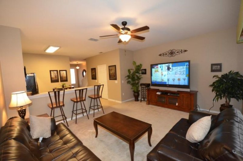 3 NIGHT MINIMUM.  3br/3ba Townhome sleeps 8, Private pool, Free Wi-fi, holiday rental in Kissimmee