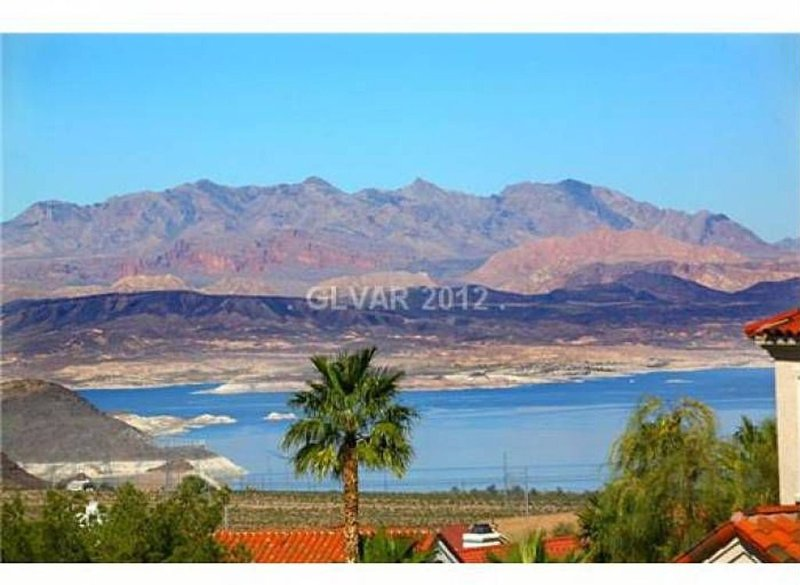 2Bdrm/1.5Bath With Amazing Views Of Lake Mead And Minutes From Hoover Dam, holiday rental in Boulder City