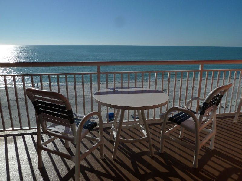 Direct Gulf Front-Enjoy the Sound of the Waves, vacation rental in Indian Rocks Beach