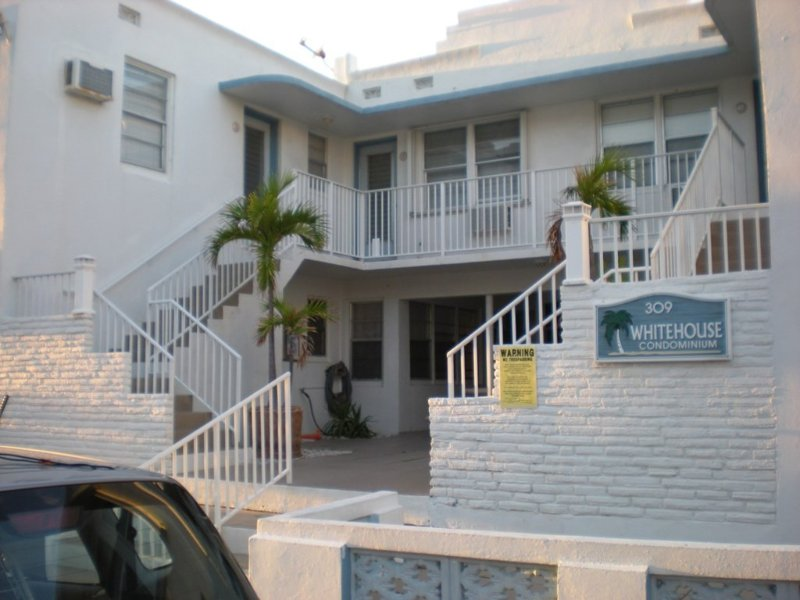 Cozy Condo Just Steps from the Beach, location de vacances à Hollywood