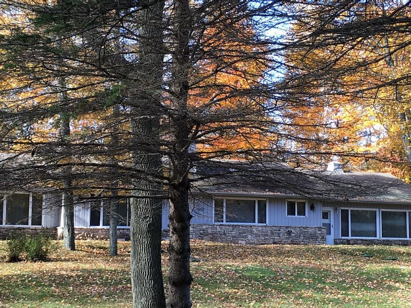 Premier Vacation Rental, Pet Friendly, Walk to Water, Restaurant, Shopping, WiFi, holiday rental in Gills Rock