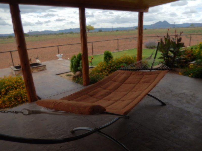 Rustic Western Experience With Hot Tub For Stargazing - No Extra Fees, holiday rental in Alpine