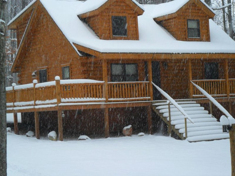Northern Michigan Getaway, within the shanty creek/ schuss mountain resort, alquiler de vacaciones en Bellaire