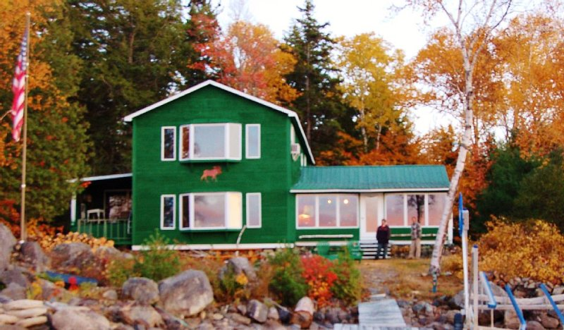 Spectacular Waterfront, Mountain view,  Private Maine Cabin, vacation rental in Millinocket