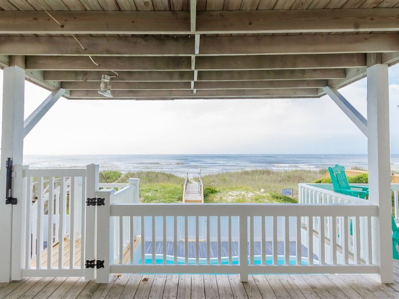 Gorgeous, Remodeled 5 Br 4 Bth Oceanfront Home With Private Heated Pool!, alquiler de vacaciones en Holden Beach