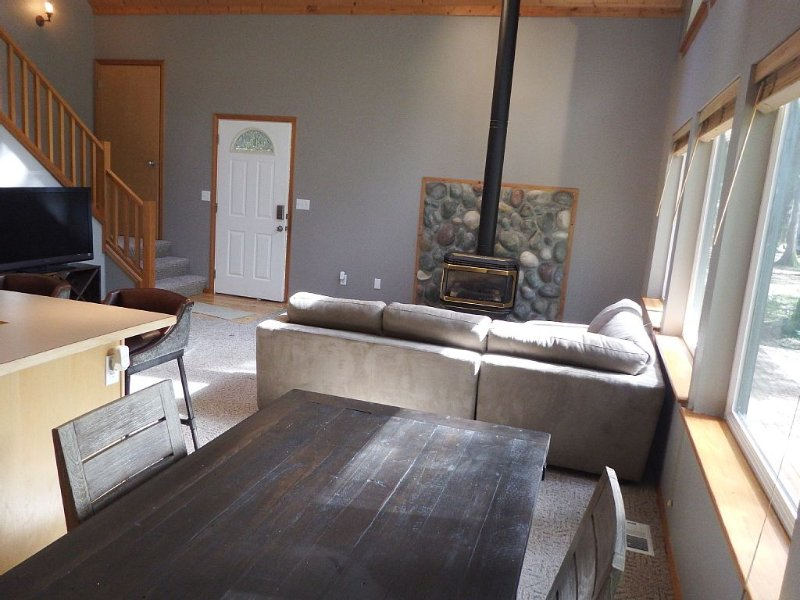 Greenwater chalet/cabin - 3 bed + loft - 2 full baths, holiday rental in Greenwater
