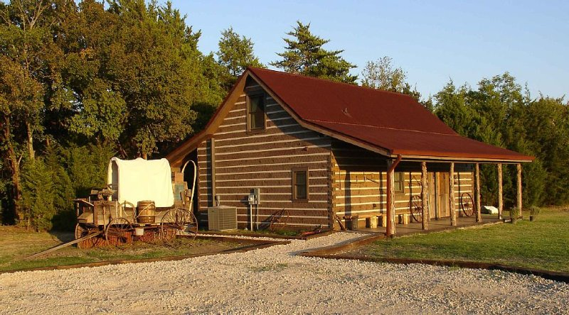 Rustic/Luxury Cabin Rental, location de vacances à DeSoto