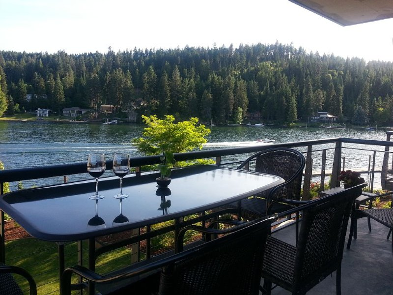 Luxury Waterfront Condo, holiday rental in Post Falls