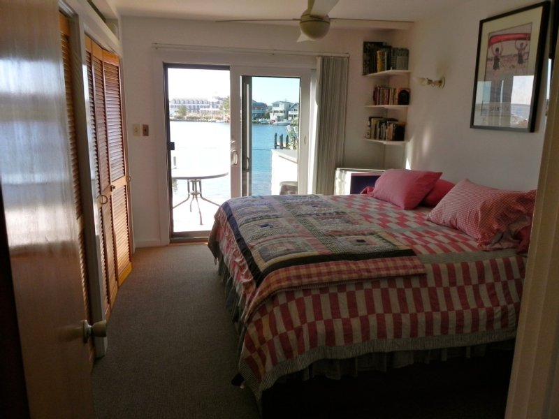 Master bedroom, king size bed, amazing bay view, mounted TV/DVD and ceiling fan