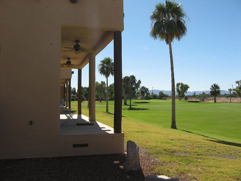 Beautiful Colorado River & Golf Course Living All In One, casa vacanza a Needles