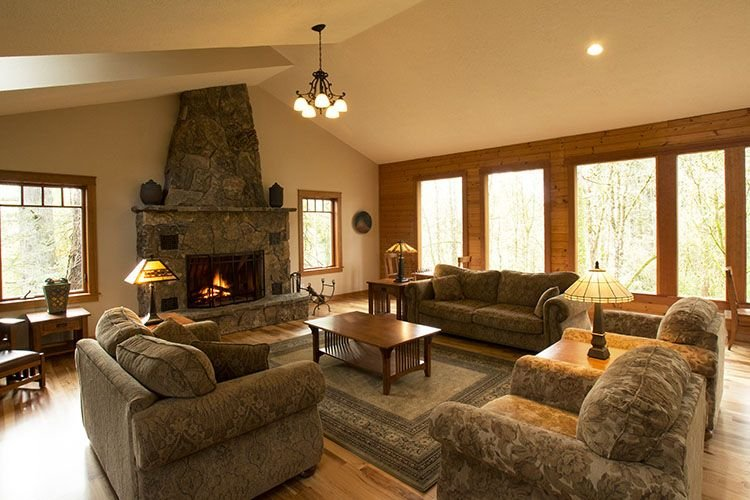Mountain Style Lodge within walking distance to downtown McMinnville!, alquiler vacacional en Sheridan