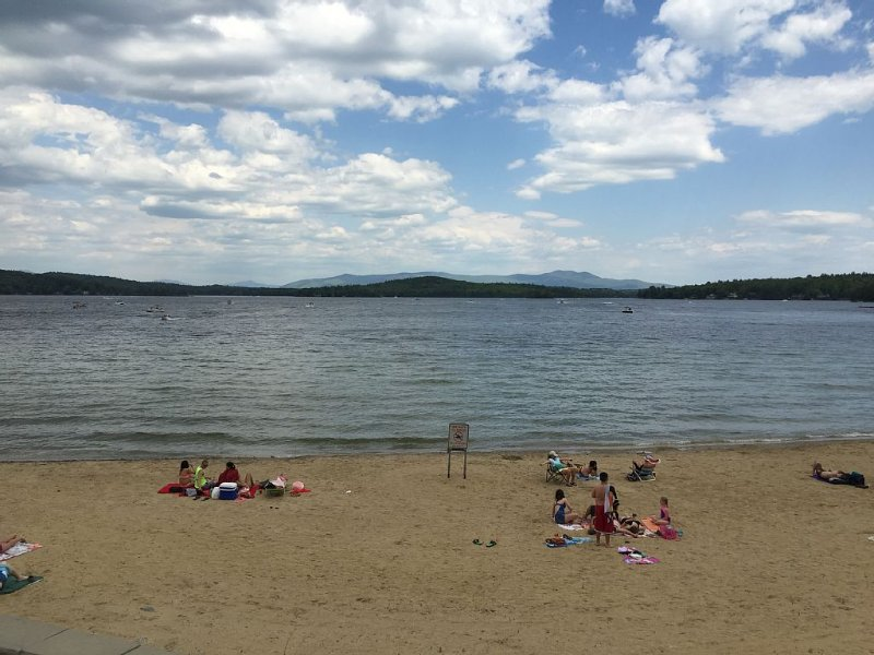 Updated Weirs Beach, Village Of Winnipesaukee Condo, aluguéis de temporada em Laconia