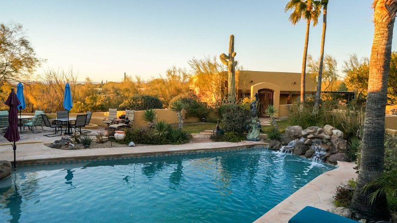 Lush Tranquil Private Resort-Like Casita on 5 acres in North Scottsdale, Ferienwohnung in Carefree