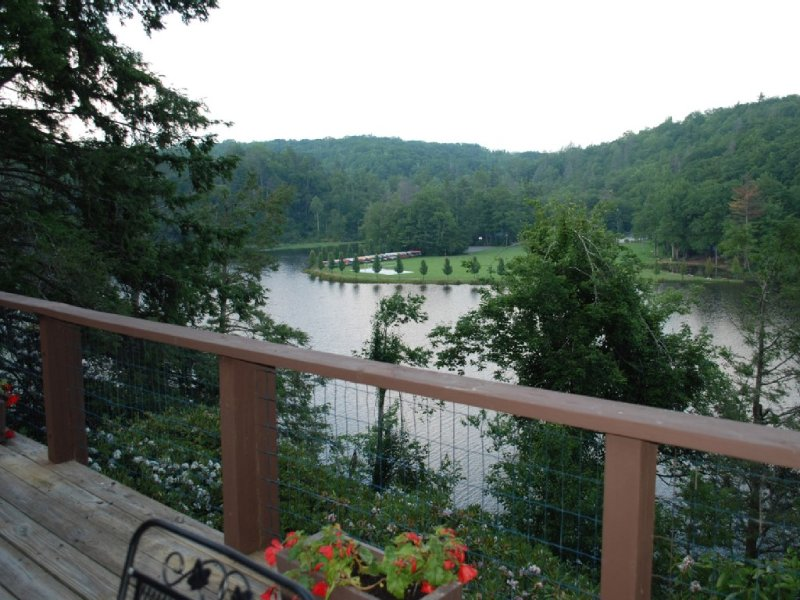 Duncampen, A Lakeside Home At Linville Land Harbor, vacation rental in Linville
