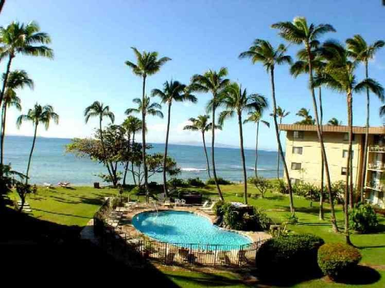 Beachfront at Kana'I a Nalu - Contact owner for special rate. FREE PRIVATE WIFI!, Ferienwohnung in Wailuku