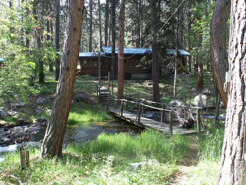 Storybook Cottage in the Heart of the Big Horn Mountains, holiday rental in Buffalo