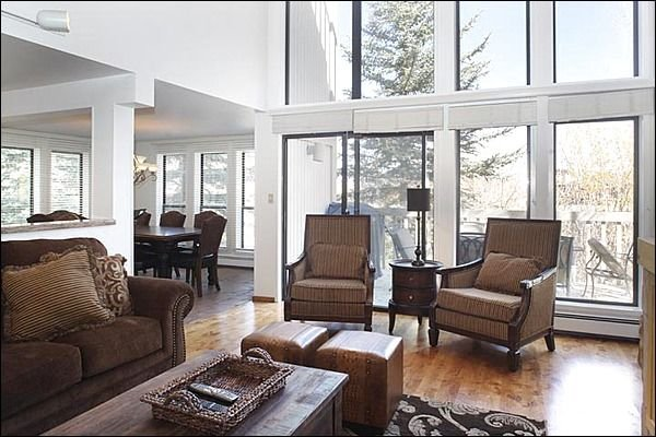 Best Location in Snowmass, Seconds from Mall and Mountain, Spacious 5 BR Unit, location de vacances à Snowmass Village