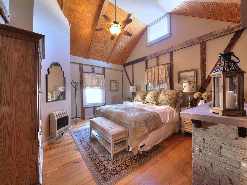 Adorable Two-Person Bungaloo nestled in the cozy town of Augusta, MO!, alquiler de vacaciones en Defiance