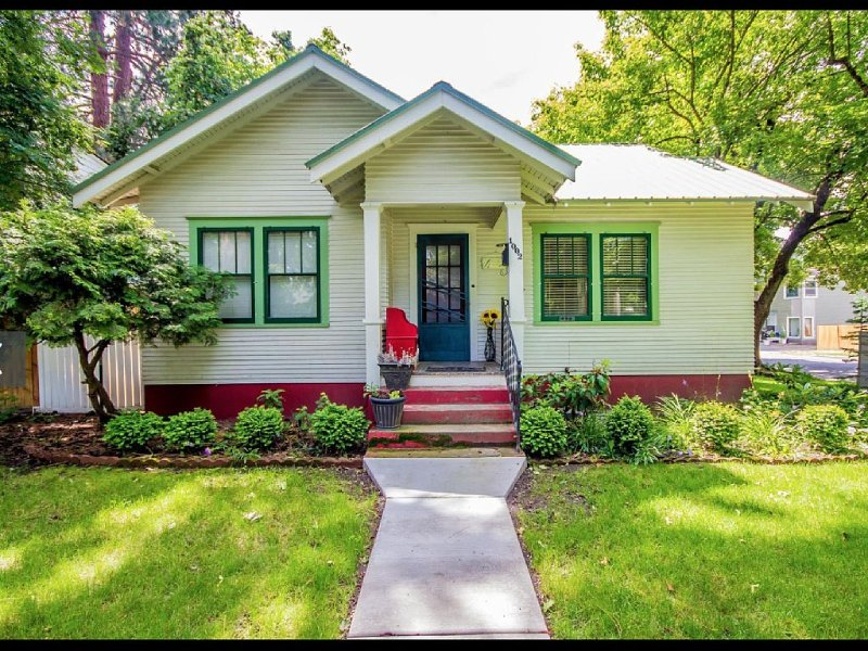 Best Location / Best Condition / Best Price !!! Walk To Everything !!!, holiday rental in Coeur d'Alene