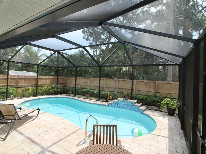 Beach, South facing-Heated Pool, Waterfall, Plenty of Room, sleeps 8, easy loc., holiday rental in Naples