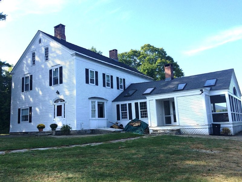 Shaftsbury Vermont Farm House Full Of History, Views, And Classic Beauty, holiday rental in Cambridge