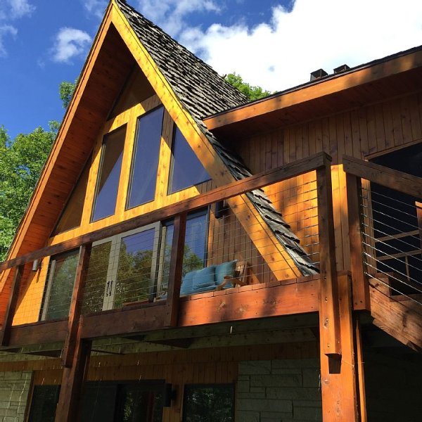 Beautiful  newly remodeled Private Cabin on Spectacular Red Cedar Lake, casa vacanza a Sarona