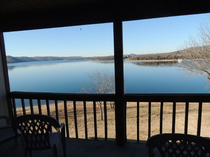 Beautiful two bedroom lakefront Condo Two Night minimum LOWER FALL & WINTER RATE, holiday rental in Kimberling City