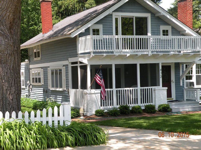 Bookings Still Available for June--We are Pet and Family Friendly--Walk to Town, vacation rental in Saugatuck
