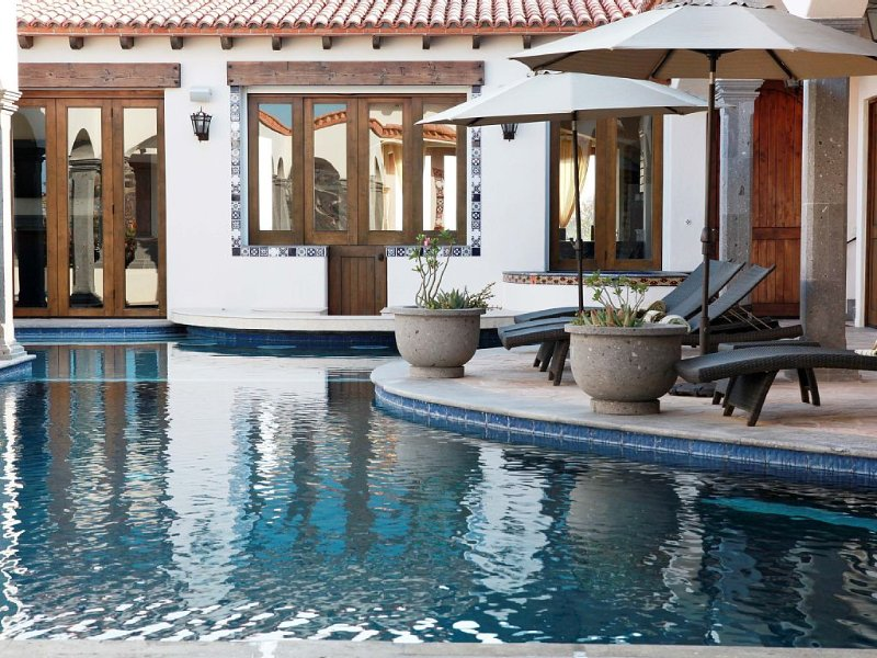 Gorgeous 6 bedroom beach view home to enjoy your time away from home – semesterbostad i San Jose Del Cabo