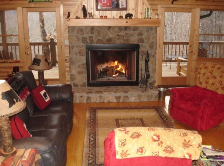 Snuggle Up in Our Cozy Cabin!, holiday rental in Clayton